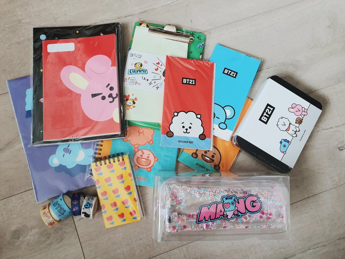 as promised, here is my little bt21 stationery giveaway for the holidays!  follow me on twitter and RT this tweet to enter (yes, it is open internationally) happy holidays army!  #amandaclaus<br>http://pic.twitter.com/aj5TnHJe2c
