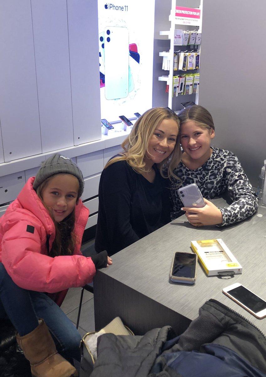 My girls are making the switch! Hello @TMobile! Thanks @_iib_ 😊