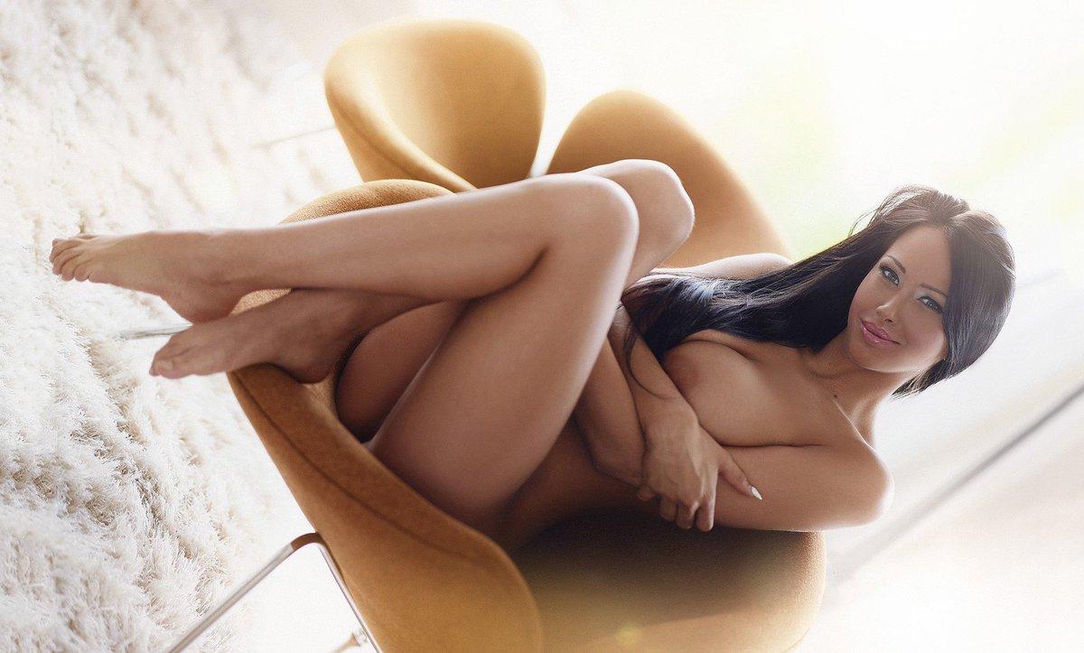 Brunette Nudes