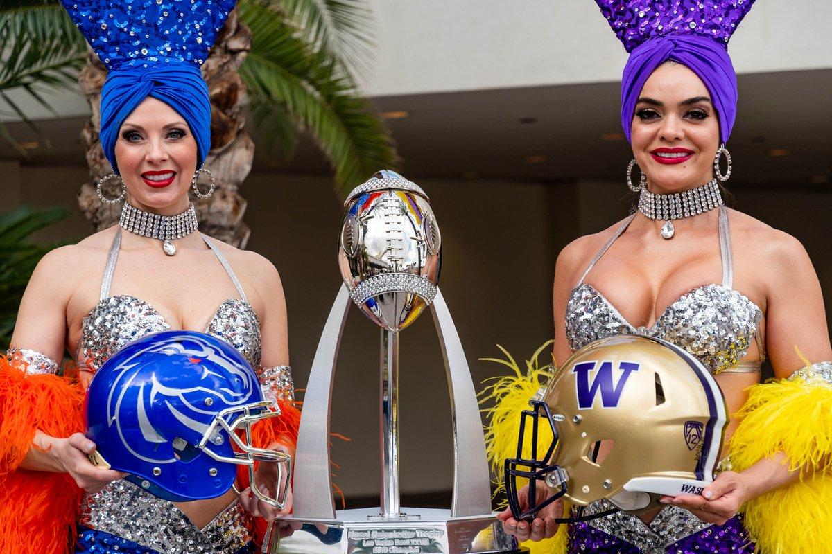 "To me, nothing says ""Chris Petersen"" quite like Las Vegas showgirls <br>http://pic.twitter.com/7h9k7dDkEP"