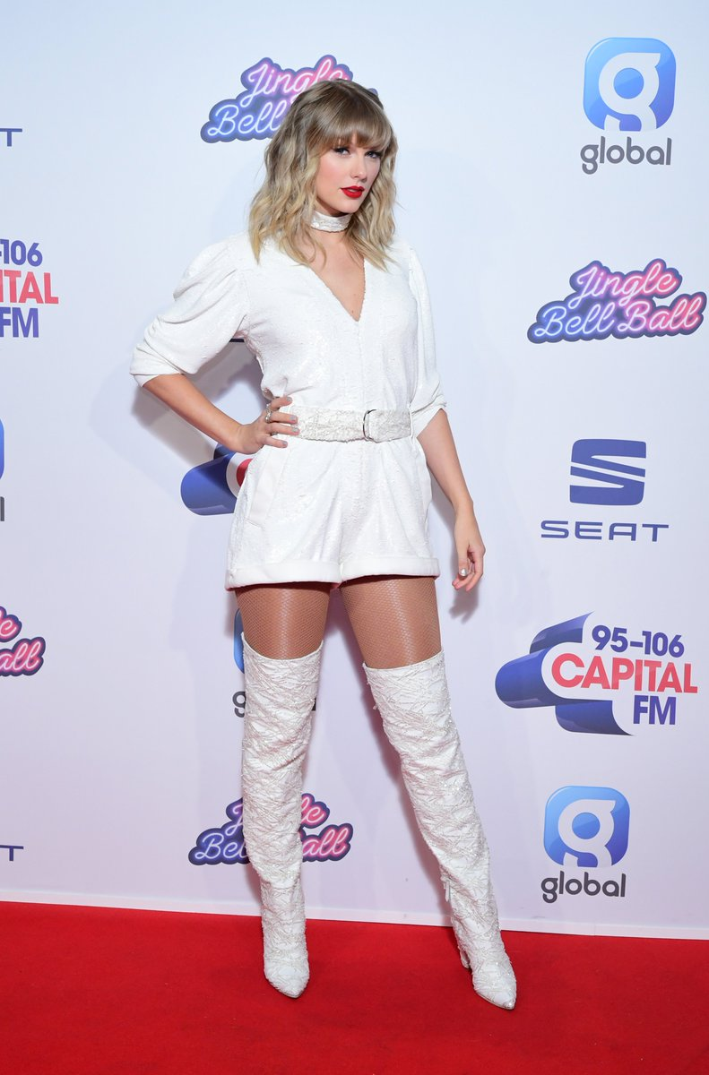 | Taylor Swift on the red carpet at #CapitalJBB<br>http://pic.twitter.com/GiWxvnR02s