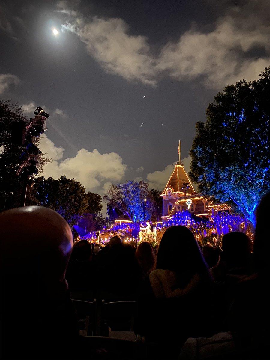#MyLifeWasNeverTheSameAfter @Lin_Manuel read the story of Jesus' birth at @Disneyland tonight!!!!