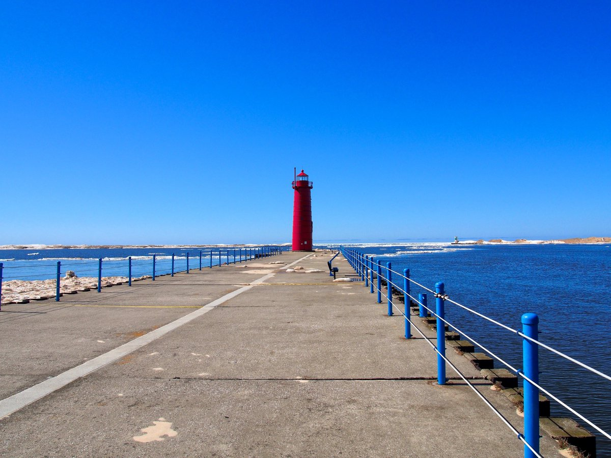 Muskegon South Pierhead Lighthouse #Lighthouse #Muskegon #Michigan #LakeMichigan #VisitMuskegon #ThisIsMuskegon #MIBeachtowns #WestMichigan #PureMichigan @VisitMuskegon @WatchMuskegon @DTMuskegon @MIBeachtowns @WestMichTourist @PureMichigan
