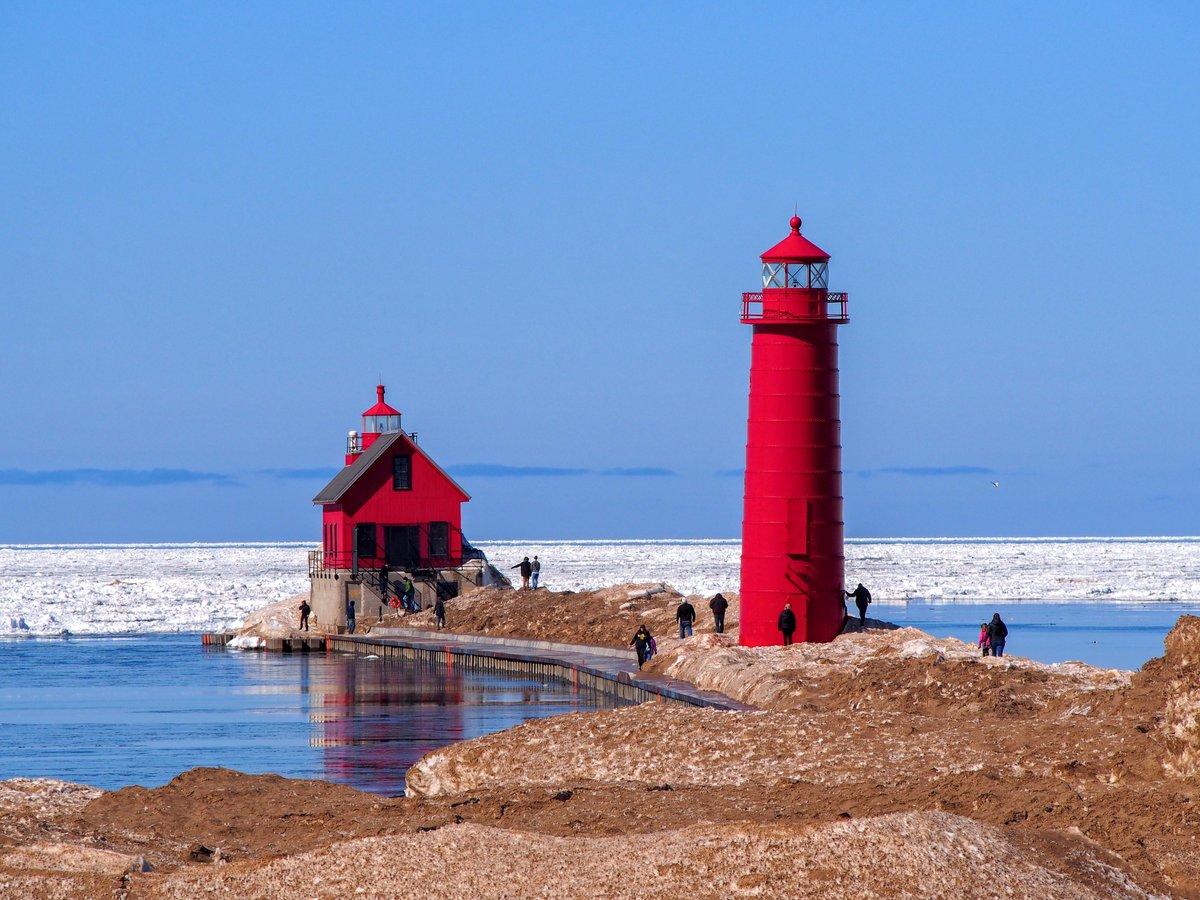 Grand Haven South Pier Lights #Lighthouse #GrandHaven #Michigan #LakeMichigan #MIBeachtowns #WestMichigan #PureMichigan @VisitGrandHaven @MIBeachtowns @WestMichTourist @PureMichigan