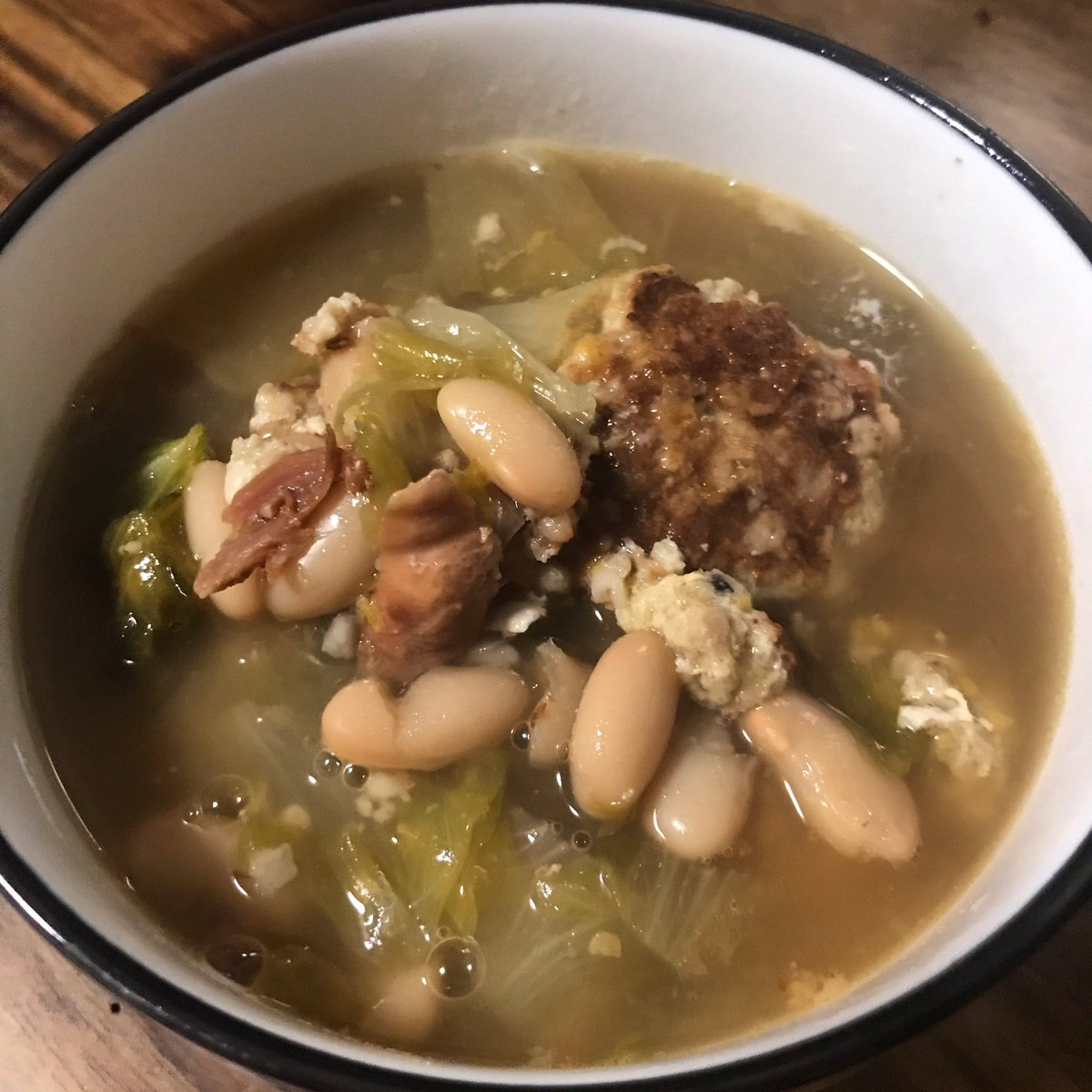 Turkey meatball, white bean & escarole soup - recipe from @ww.  Warm & hearty, perfect for a cold winter night. I added garlic to meatballs & used leftover turkey meat and turkey stock in lieu of chicken #thanksgivingleftovers #BBTBWeightlossJourney #glutenfree #wwlife #teamgreen https://t.co/I5sBSEli25