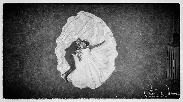 Moonlight romance...... #blackandwhite_art #blackandwhitephotographer #romance #dronepicture #dronephotography #droneweddingphotography #droneinstagram #droneshots #dronemalawi #droneview  @malawiphotographershub @malawianwedding @malawi https://ift.tt/2RtSyj8pic.twitter.com/oX2IDaiirk