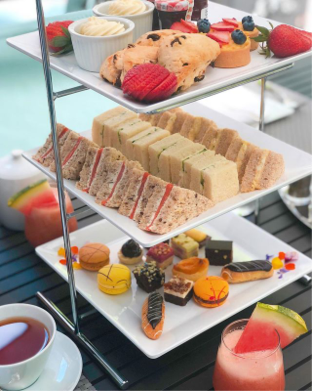 High style, high sophistication, sandwiches and treats piled high? It could only be a #HighTea. 🍰🥂🍫 (📷IG: @melrosaa) #FundaySunday #RelaxationSunday #AfternoonTea #Sophisticated #Style #HotelStyle #VancouverStyle #HotelLife #Indulgence #TreatYourself #SweetTreats