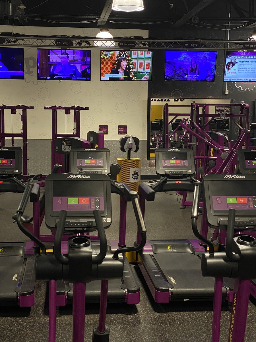 Thank you @PlanetFitness for supporting @FoodNetwork #HolidayGingerbreadShowdown! Now I get to workout while watching @RealPaigeDavis talk about these masterful creations! <br>http://pic.twitter.com/qC6VSJ1e39
