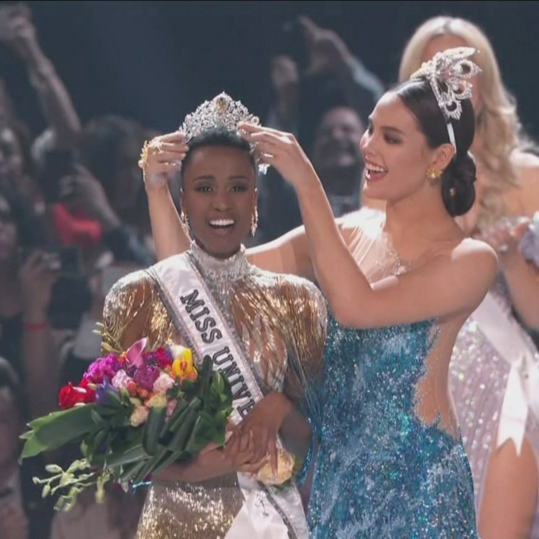 MISS SOUTH AFRICA WINS AGAIN. SOBRANG STRONG NILA FOR THE LAST 3 YEARS. TWO MISS UNIVERSE QUEENS THIS DECADE AND A FIRST RUNNER UP TO THE CATRIONA GRAY. LAKAS. WE STAN EMPOWERED QUEENS. <br>http://pic.twitter.com/ICorHEvssf