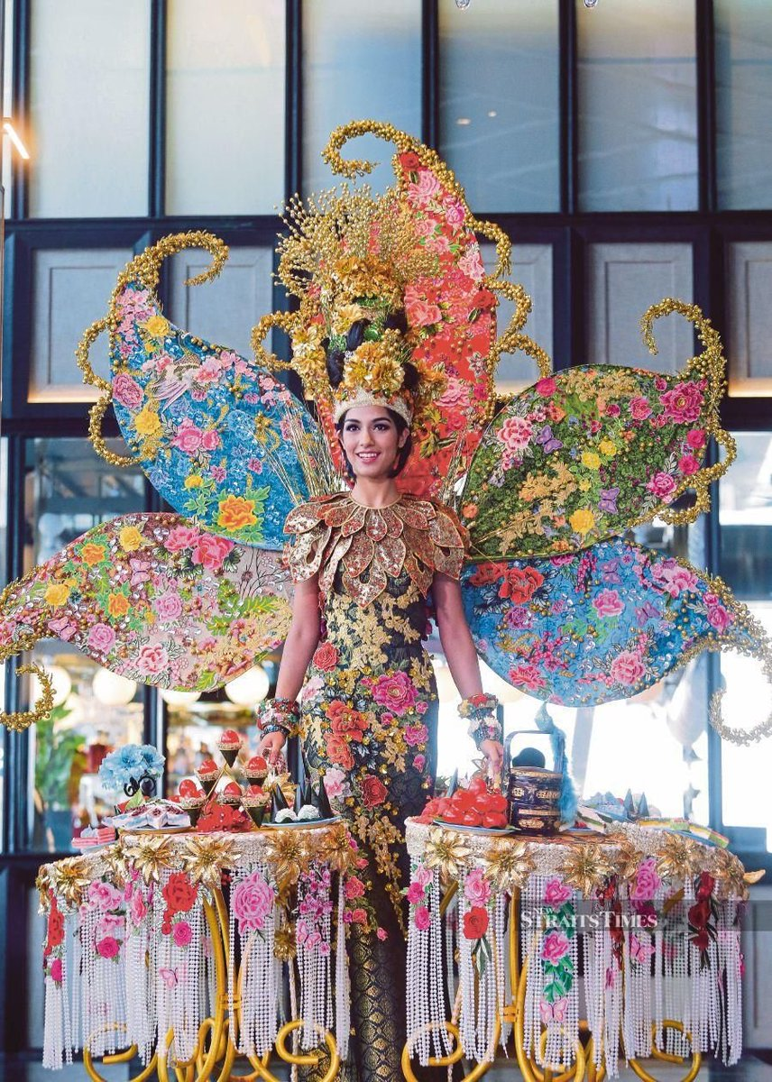Congrats, Malaysia for winning the BEST National Costume at #MissUniverse2019  ! Inspired by the Baba dan Nyonya culture this is by far the fanciest and the most unique costume that Malaysia has ever come up with. There's even our kuih there. HOT, CREATIVE and SALIVATING! <br>http://pic.twitter.com/nP5vwKM3iB