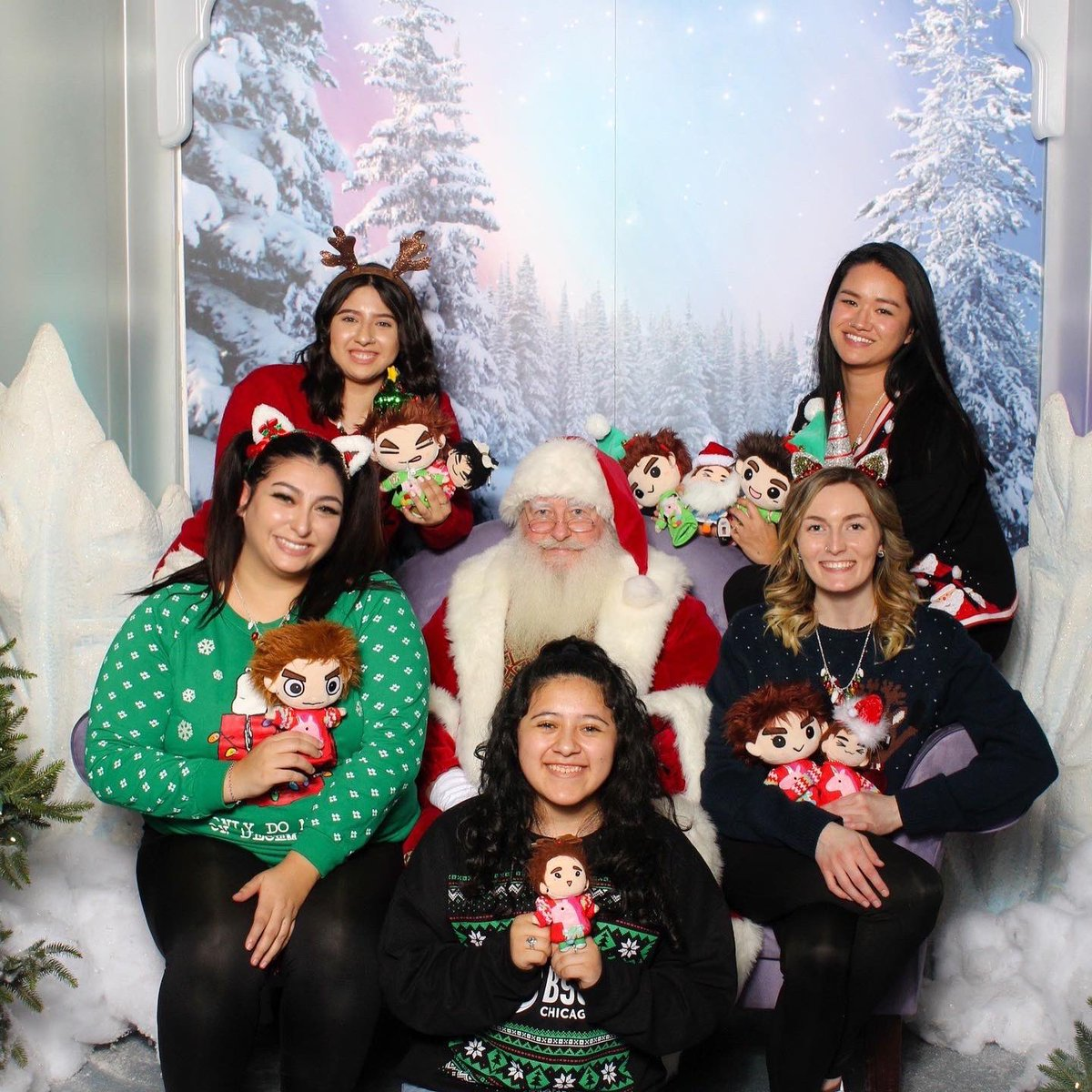 Yes we embarrassed ourselves today.   Happy holidays to everyone!!!!  <br>http://pic.twitter.com/Bnp63DEHx3