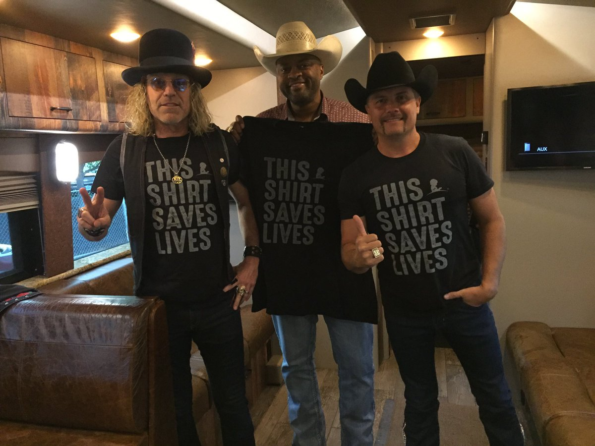 #thisshirtsaveslives @StJude Such an important organization supported by us whole heartedly 🤠❤️!