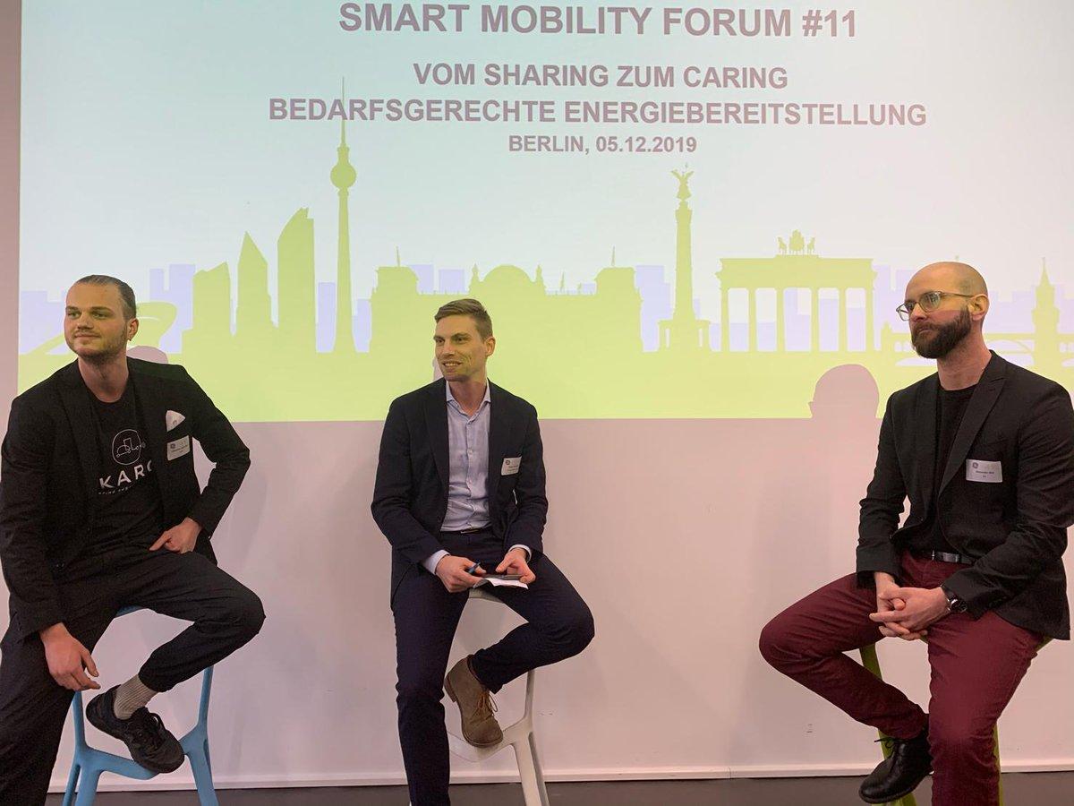 Bedarfsgerechte Energiebereitstellung - darum ging es auf dem Smart Mobility Forum bei @GE_PowerConvers in #Berlin. Es herrschte ein reger Austausch zwischen den zahlreichen Interessenvertretern des Mobilitätsmarktes aus verschiedenen Branchen. #smartmobility https://t.co/TVmQrzHMju