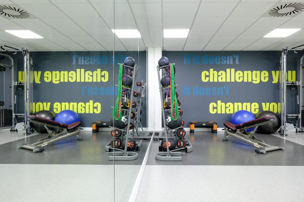 Work off that office Christmas party dinner in our fully equipped onsite gym. Stuart House members benefit from a range of onsite facilities including shower rooms and secure cycle storage #gym #christmas #office #cycle