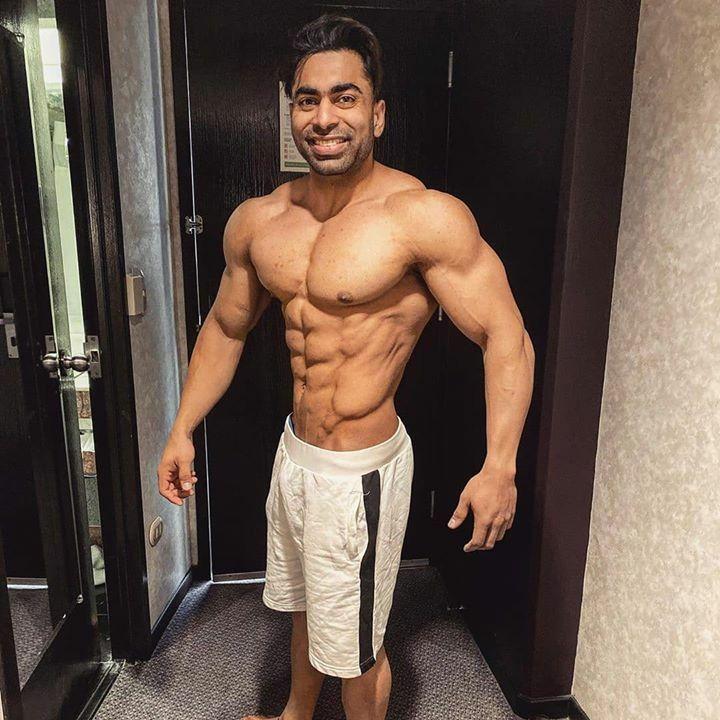 Junaid Kaliwala @ifbbpro_jkaliwala 💪🏻  #Repost Who can guess my waist size ? . . . . . . #healthy #food #workout #sexy #mood #style #fitness #inspiration #art #photooftheday #photography #love #loo #bestoftheday #picture #bodybuilding #likeforlike #photoshoot #training  #ins…