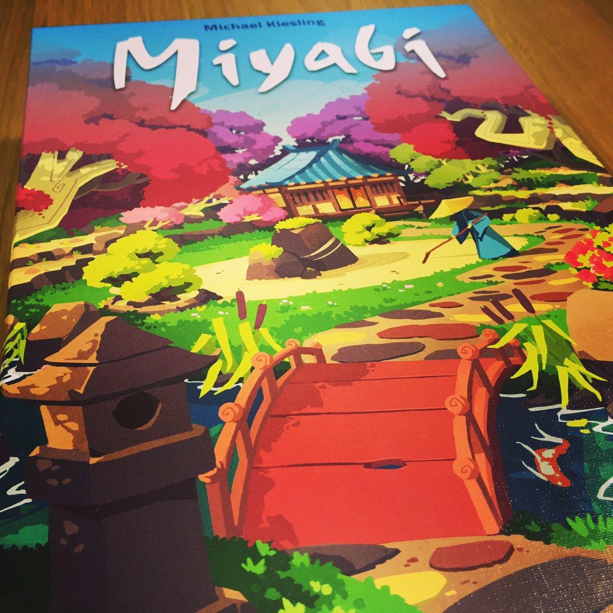 Estamos muy contentos con #miyabi , un juego abstracto del genial #michaelkiesling en el cual tendremos que hacer el jardín más armonioso encajando piezas de diferentes componentes y ganando altura según evoluciona la partida, además tiene unas cuantas expansiones incluidas. pic.twitter.com/f973p4romy