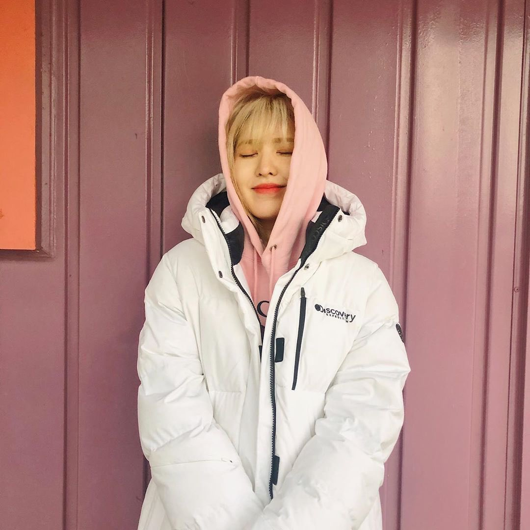 """today is really coldddd everyone dress warmly when you go out~ don't catch a cold ""  Our angel Seungwannie, reminding us all to stay warm as the weather gets colder~ And doing her first sponsored post on todayis_wendy! So proud of her   trans by ultseul <br>http://pic.twitter.com/PM3WXhpA1l"