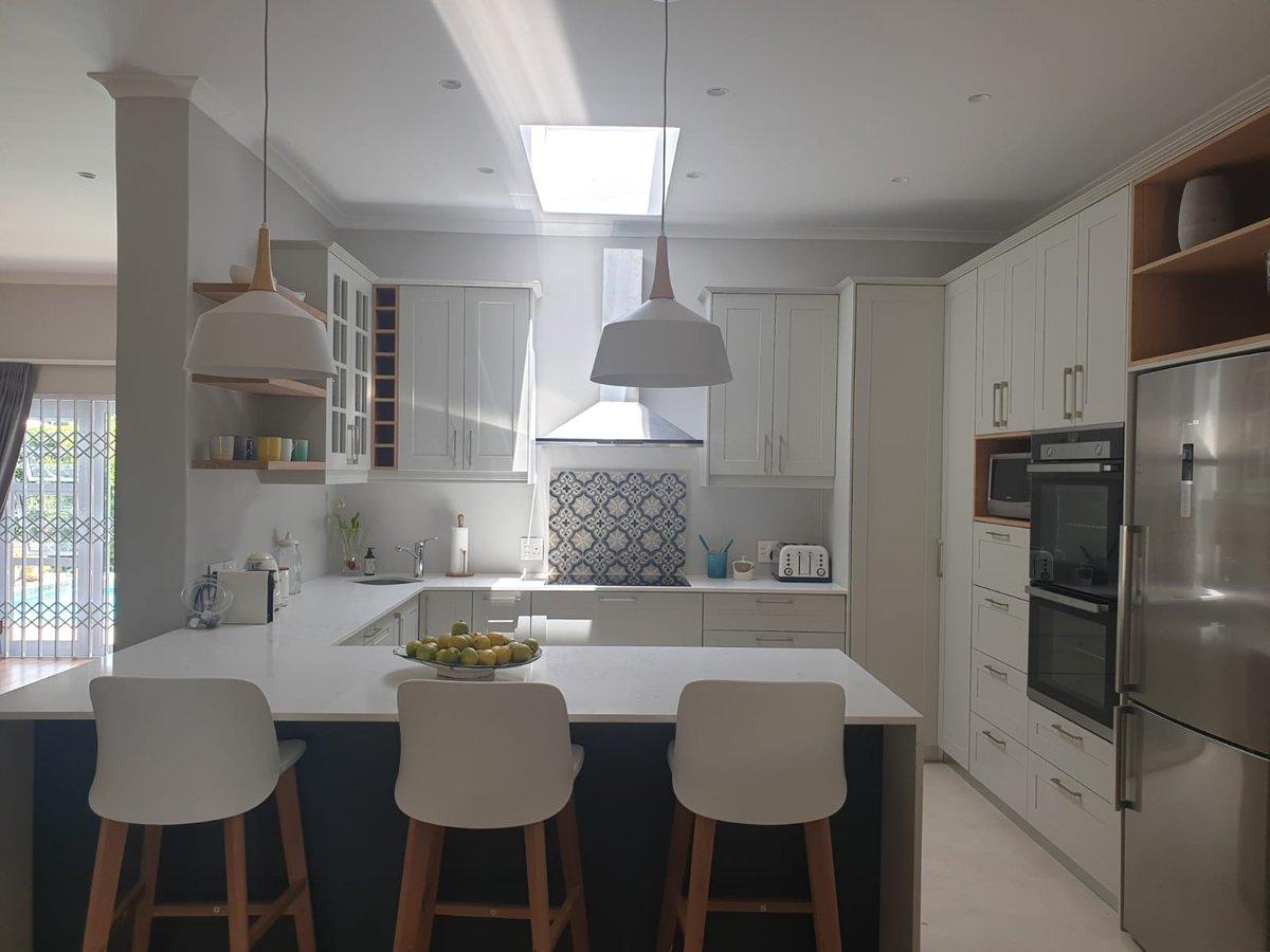 Claremont Living  #ShakerDuco #LegacyQuartzWorktops #PicassoWhite #OakVeneer  #FloatingShelves #Handles  #WickerBaskets #GlassDisplay #MoroccanTiles #LightPendants  #ExtendedWorktop #CleanLines  #Kitchens  #KitchenRenovation #HomeRenovation  #InteriorInspopic.twitter.com/RWddR773y3