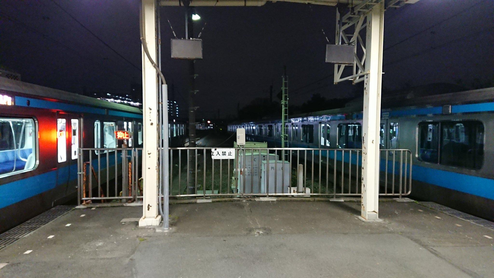 本郷台駅の人身事故で電車が緊急停止している画像