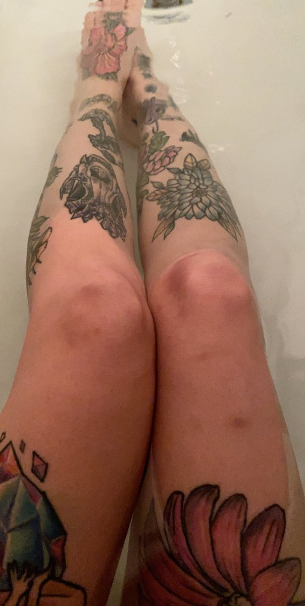 Need to tattoo these knees so you can't see my bruisessssss https://t.co/WVHOwEzf1g
