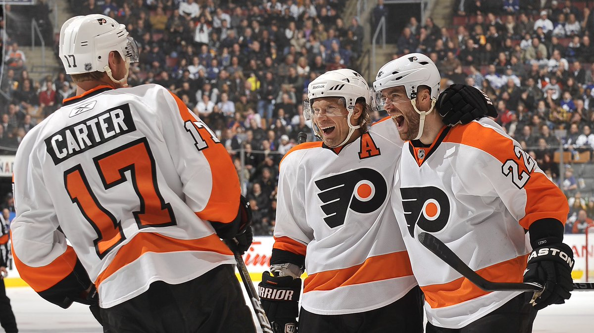 On this day December 9, 2010 Billebeino's founder Ville Leino, Kimmo Timonen and Jeff Carter celebrate a goal against Toronto Maple Leafs 🔥 Have a great new week everyone 😊 #billebeino #throwback #areyoubillebeino #nhl #flyers