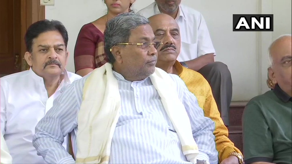#KarnatakaBypolls As a leader of legislative party, I need to respect democracy. I have resigned as Congress Legislative Party leader. I have submitted my resignation to Sonia Gandhi: Siddaramaiah, Congress (ANI)  Track LIVE updates: https://timesofindia.indiatimes.com/india/karnataka-bypoll-results-live-updates-counting-of-votes-to-begin-at-8am/liveblog/72431614.cms…