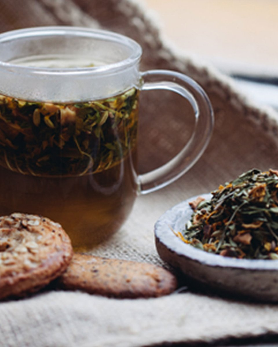Célébrons la #JournéeDuThé de la meilleure façon : une belle tasse et votre thé préféré sous un plaid chaud. Qui dit mieux ? https://t.co/TC0831VOzR