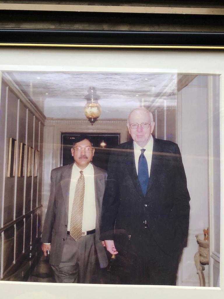 RT @vksharma52: With the legendary Fed Chairman the late Mr Paul Volcker . https://t.co/Znnt8Rjhns