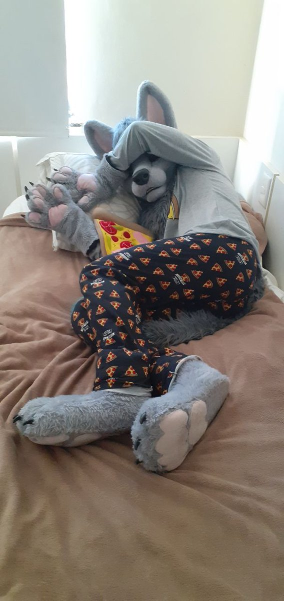 Oh noes. Ive been caught sleeping defenseless in my favorite pijamas! (Thank you @KogaXSDragon for the awesome clothes <333)