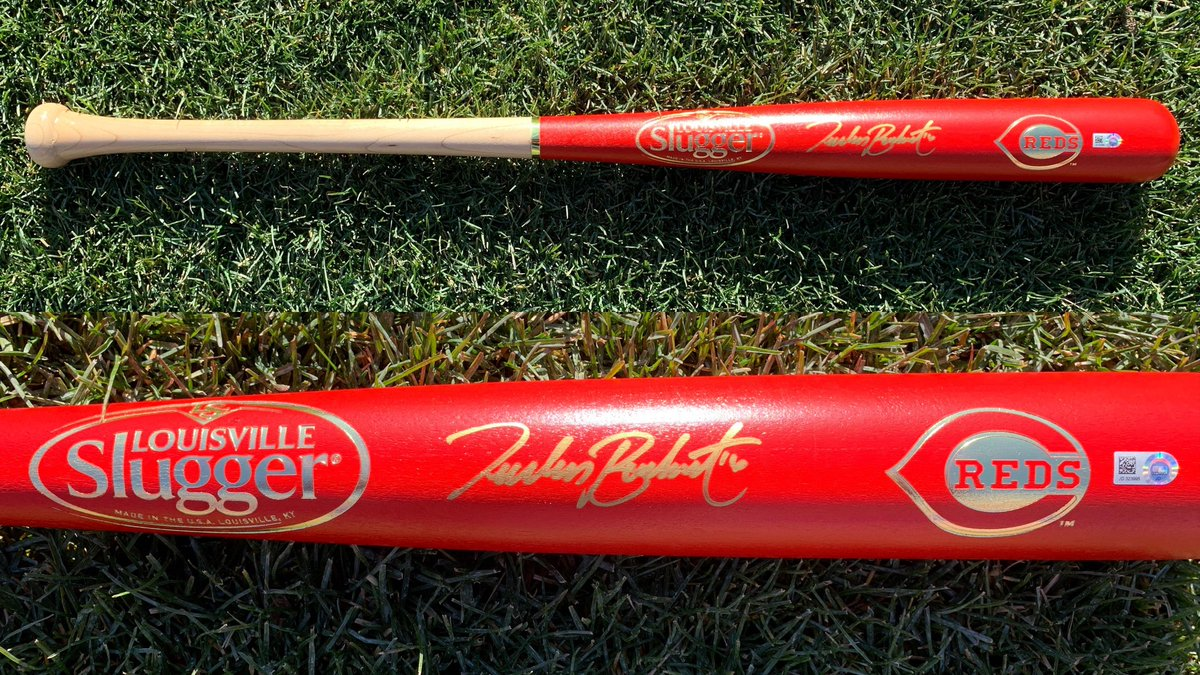 THE 12 DAYS OF #REDSMAS START NOW   RETWEET this by 7 p.m. ET for a chance to win this @Tucker_Barnhart autographed Louisville Slugger bat!  https:// atmlb.com/2YyYAjL     <br>http://pic.twitter.com/P48L9dHRGn