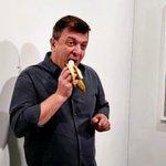 Image for the Tweet beginning: Ma la banana di Cattelan