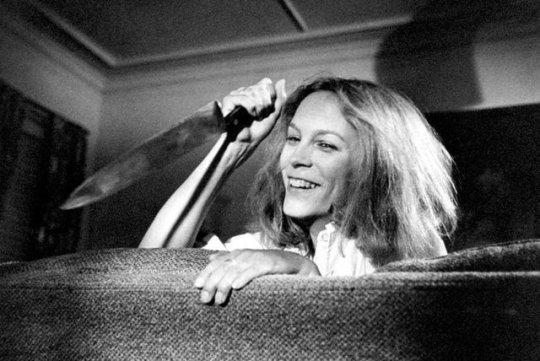Jamie Lee Curtis on the set of Halloween (1978) #slasher #retrohorror<br>http://pic.twitter.com/lyBM25JfYY