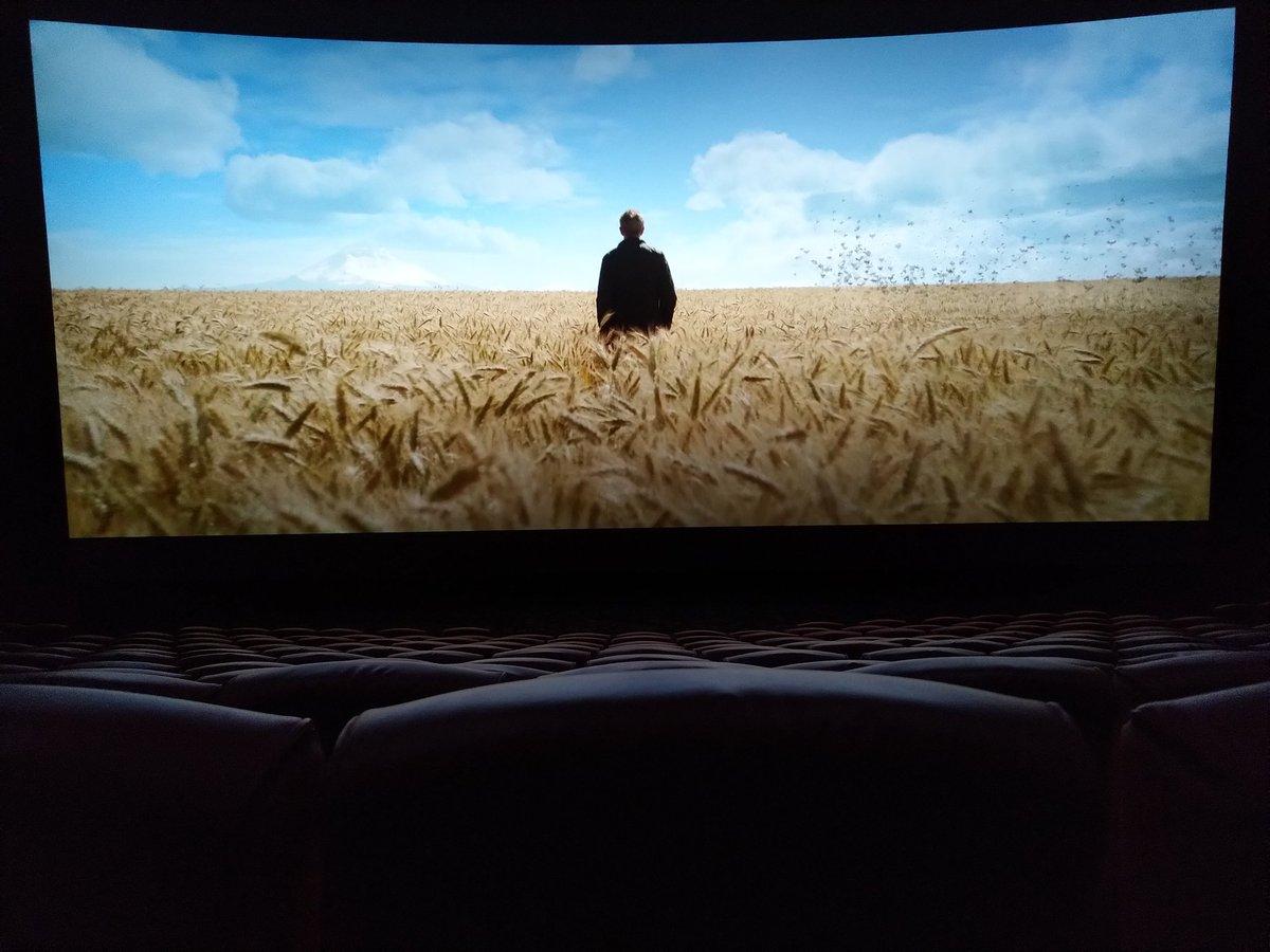 I'm 100% alone inside this IMAX theatre. <br>http://pic.twitter.com/WG3TGUIOkC