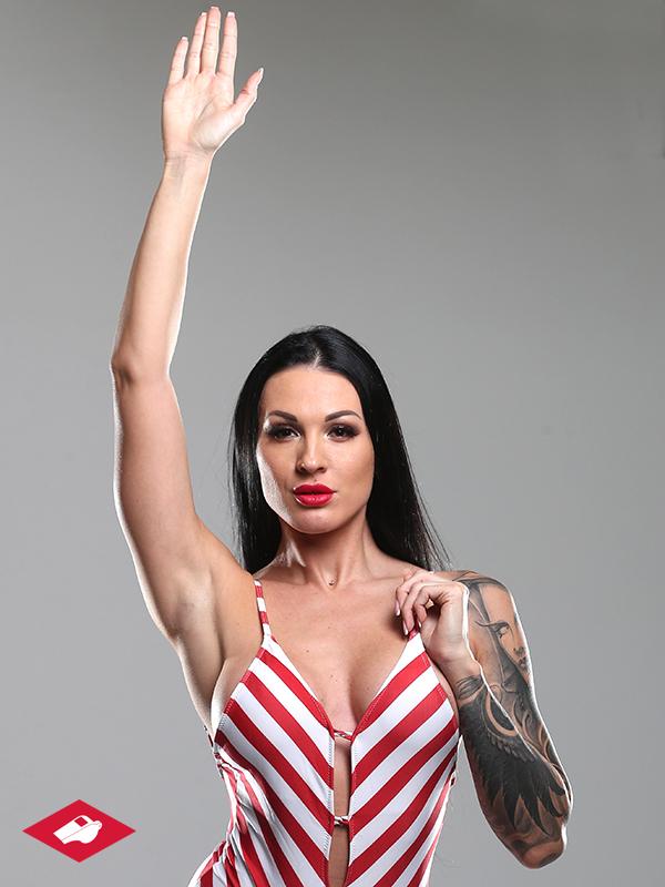 «Спартак» представил девушку-«арбитра» в красно-белом купальнике