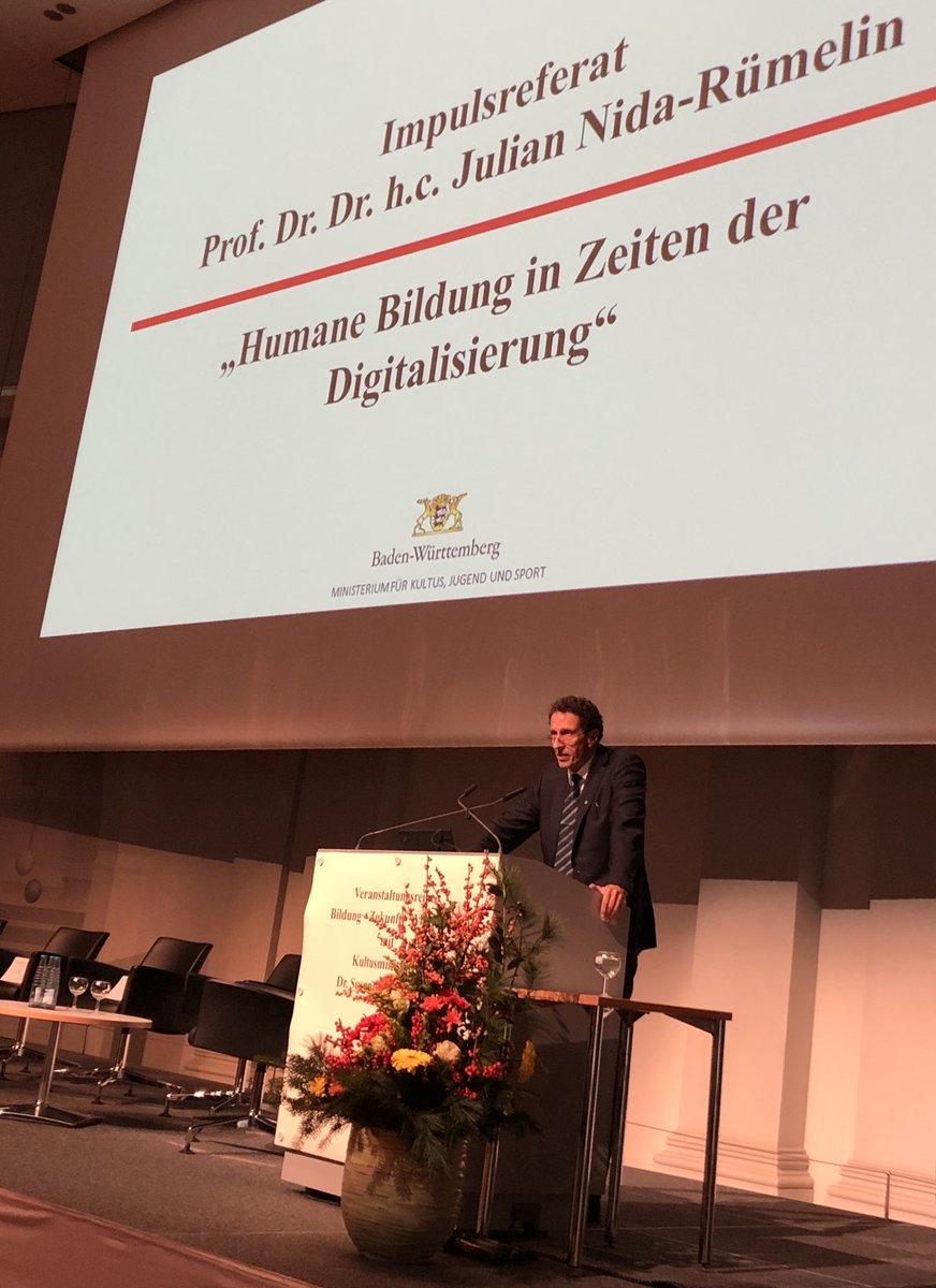 """#Professor Julian Nida-Rümelin, früherer #Bundeskulturstaatsminister, spricht über #Bildung in einer digitalisierten #Gesellschaft und wirbt dabei für eine Bildung von #Persönlichkeit & #Urteilskraft. Er spitzt zu und sagt:""""Es ist nicht so wichtig, was gelernt wird, sondern wie."""""""