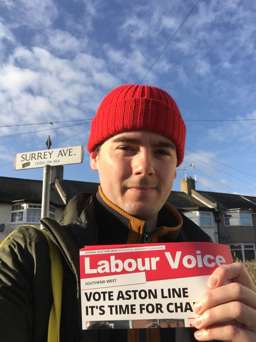 Nice afternoon to be out leafleting for @AstonALine in #Blenheim - it's time for the change that #SouthendWest deserves, vote Aston Line this Thursday! 🗳🌹 #VoteLabourDecember12th  #GeneralElection19  #Southend #Leigh  @SouthendLabour  @UKLabour