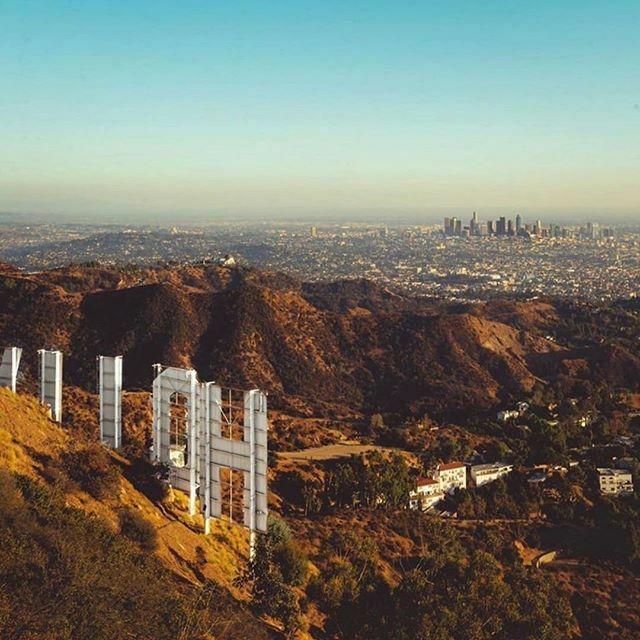 [LOS ANGELES en français ]Downtown 🏢Los Angeles vu depuis le Hollywood Sign 👍 Très bon lundi à tous.    #LAenFR #losangelesenfrancais #losangeles #downtownla #hollywood #california #discoverla #hollywoodsign  crédit: @pgioia