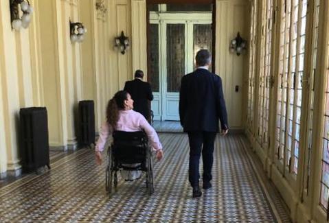 Yendo con @mauriciomacri a una reunión en su despacho de @CasaRosada https://t.co/OpGAxRHBpd