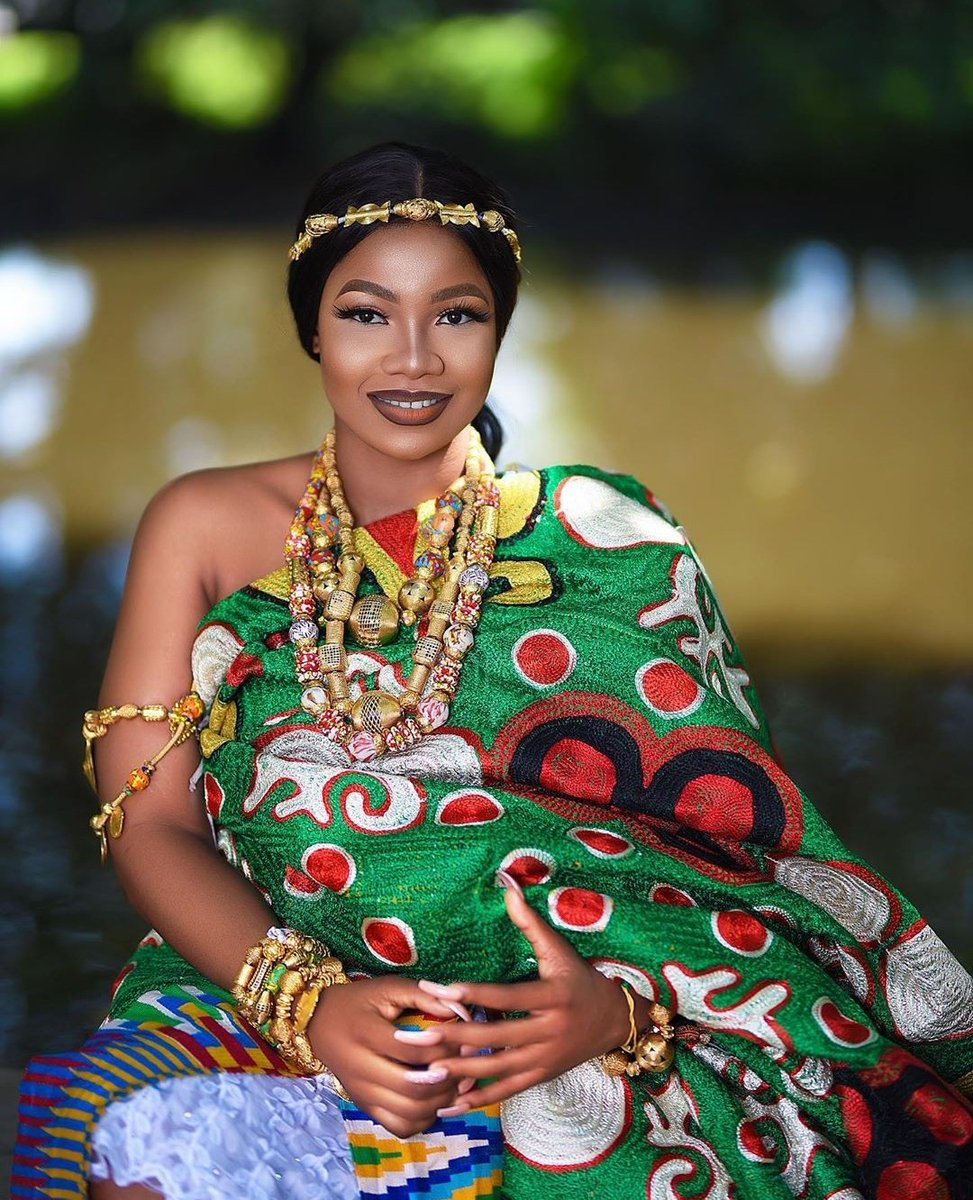 Queen @Symply_Tacha #TachaLeads and her subordinates follow. Who is the Queen now? Comment with the hashtag #TachaLeads <br>http://pic.twitter.com/PAPN9FS2cU