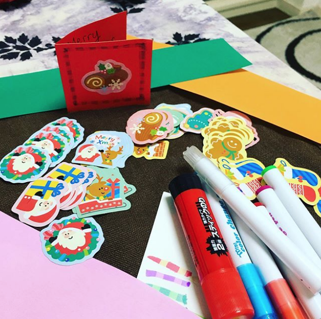 RT @paulaannev: In the middle of making about 100 Christmas cards for my kindergarten kids. #papercrafts #Kindergarten #Christmas #christmascards #kids #school