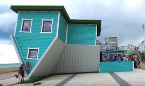 Upside Down House Experience – Brighton Beach – Save up to 40% >> https://buff.ly/2nzPiX1  £6 instead of £10 for entry for two, £9 for three or £11 for four  #brightonhour @Brighton_Hour .pic.twitter.com/n00fH6crxM