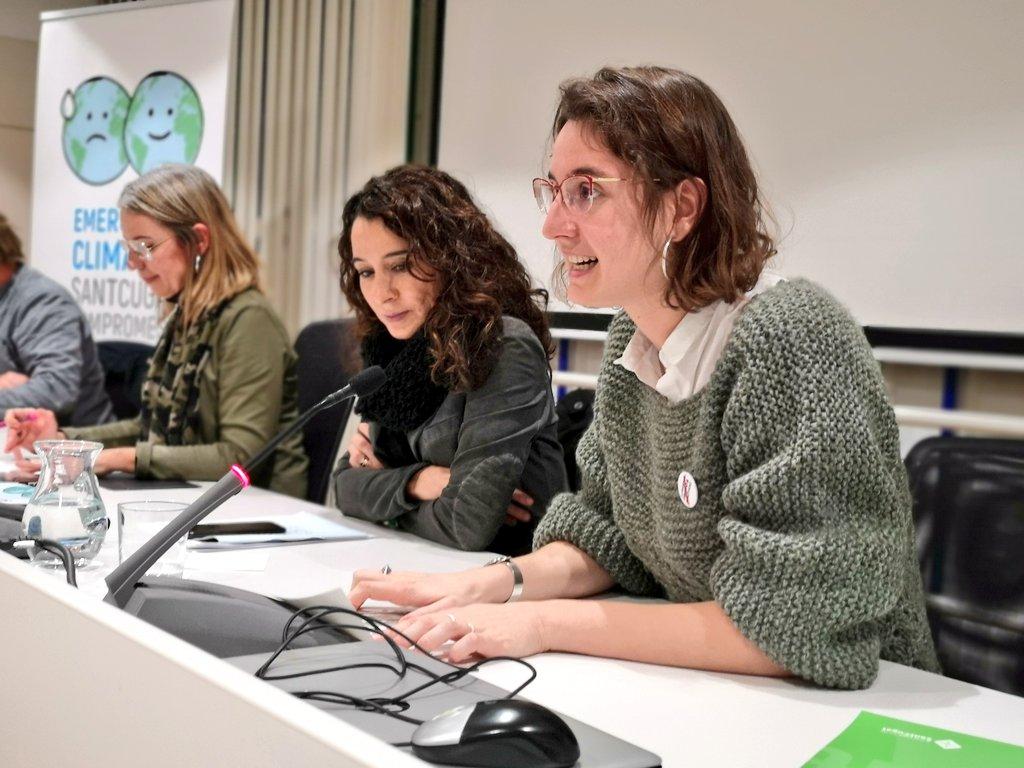 La Comissionada @albagordo ha llegit íntegrament la Declaració d'Emergència Climàtica #SantCugat que es pot consultar a través del següent enllaç 🌍https://t.co/AZTZlSlPTO  #stccompromesa