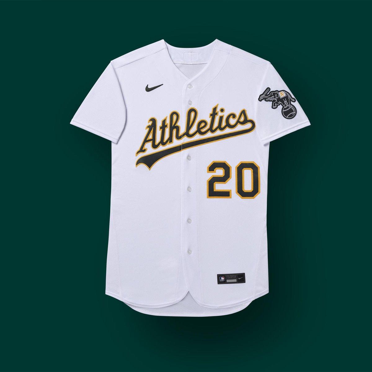 La nueva camiseta para 2020 cuenta con el logo de #Nike en la parte delantera, algo que no está gustando mucho a la afición. Opinen ustedes! #HechoenOakland #RootedinOakland #MLBesp #MLB #GreenCollar.