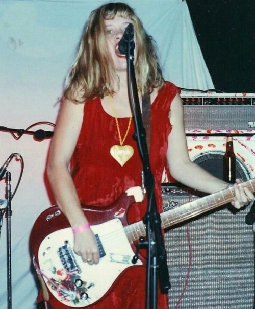 happy bday to this babe in toyland<br>http://pic.twitter.com/yykYkPof42