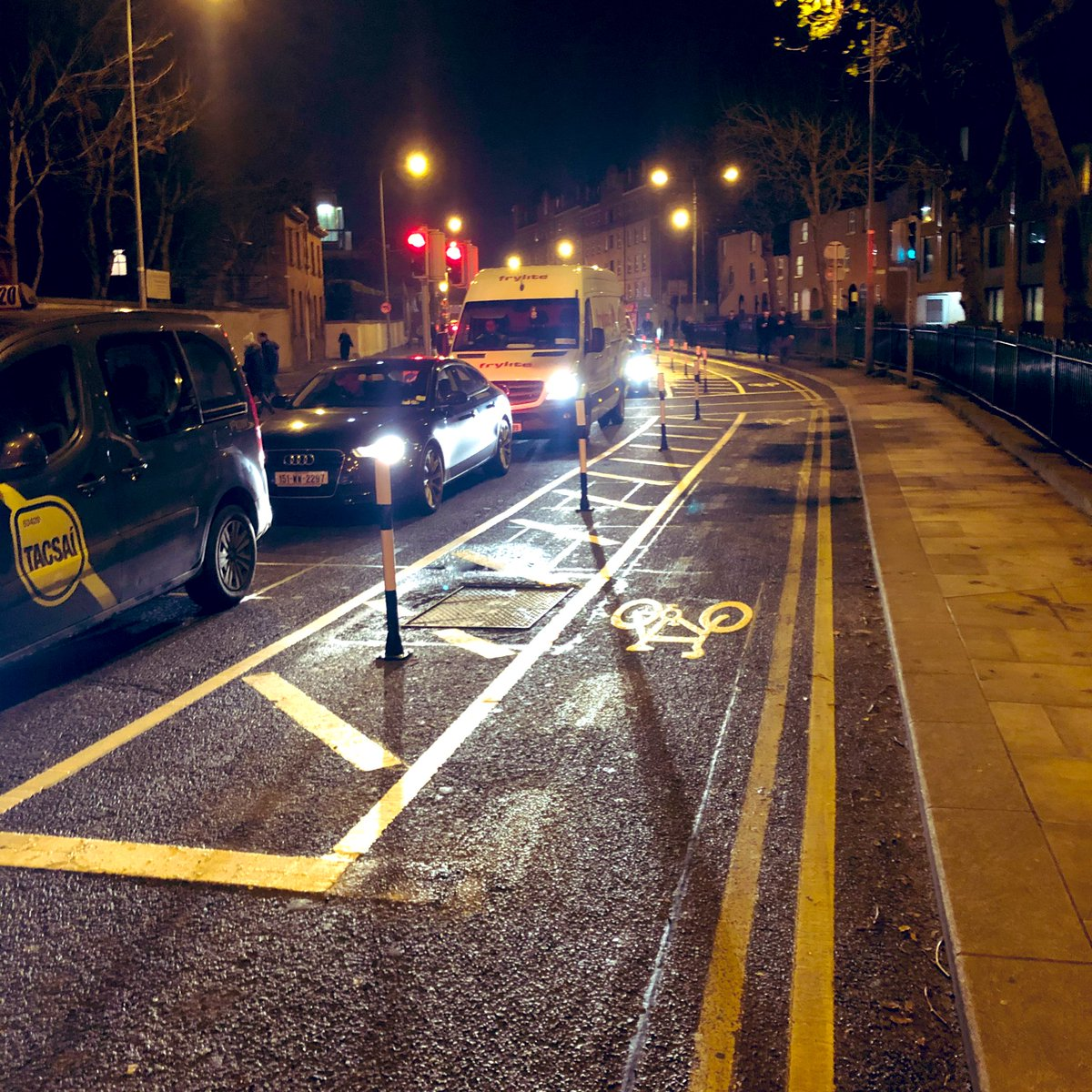 New separation of cars and bicycles on Kevin Street. More of this @DubCityCouncil! Many other places in the city where it would make sense. #FreeTheCycleLanes<br>http://pic.twitter.com/Wu5Q9zFjSk