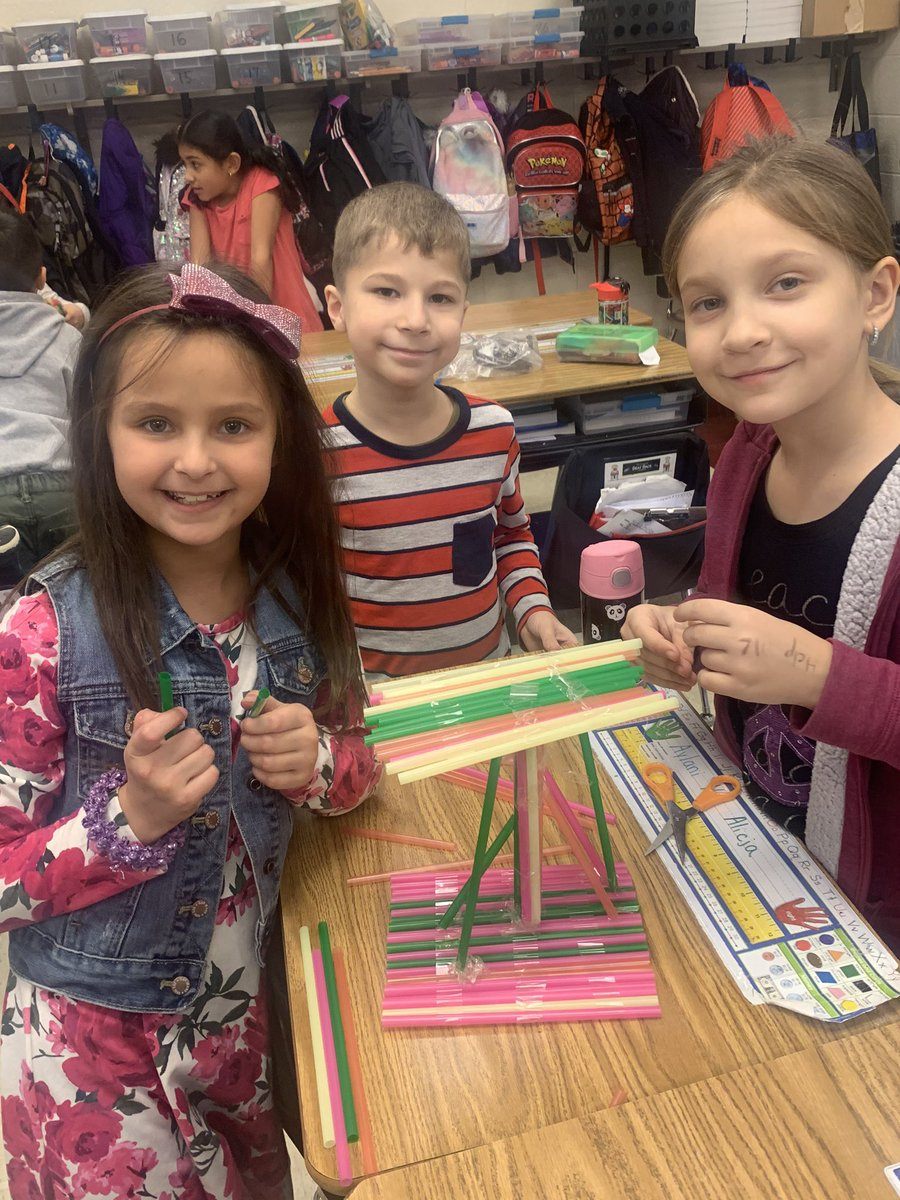 2nd grade learning links students are building launch pads for their rocket ships. @GlenOaksNPD117
