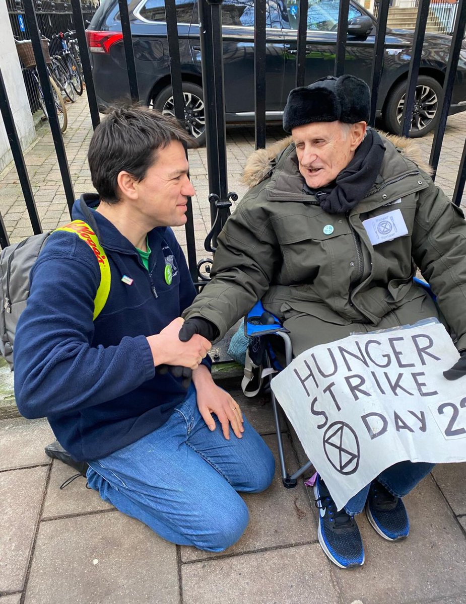 """Me, 38, not feeling so sparkling straight out of four night shifts on the paediatric intensive care unit..  ..Prof. #PeterCole, 76, still going strong outside Tory party HQ on day TWENTY-TWO of his hunger strike for the climate:  """"I'm doing this for my grandchildren"""" @ExtinctionR https://t.co/ej3AU5kTbG"""