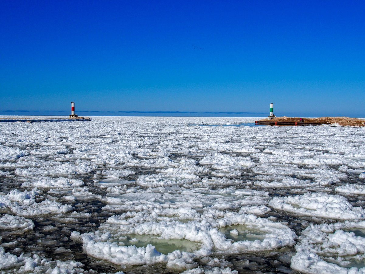 Holland Harbor Breakwater Lights #Lighthouse #Holland #Michigan #HollandMI #HollandMichigan #LakeMichigan #DiscoverHolland #MIBeachtowns #WestMichigan #PureMichigan @discoverholland @DowntownHolland @CityofHolland @MIBeachtowns @WestMichTourist @PureMichigan