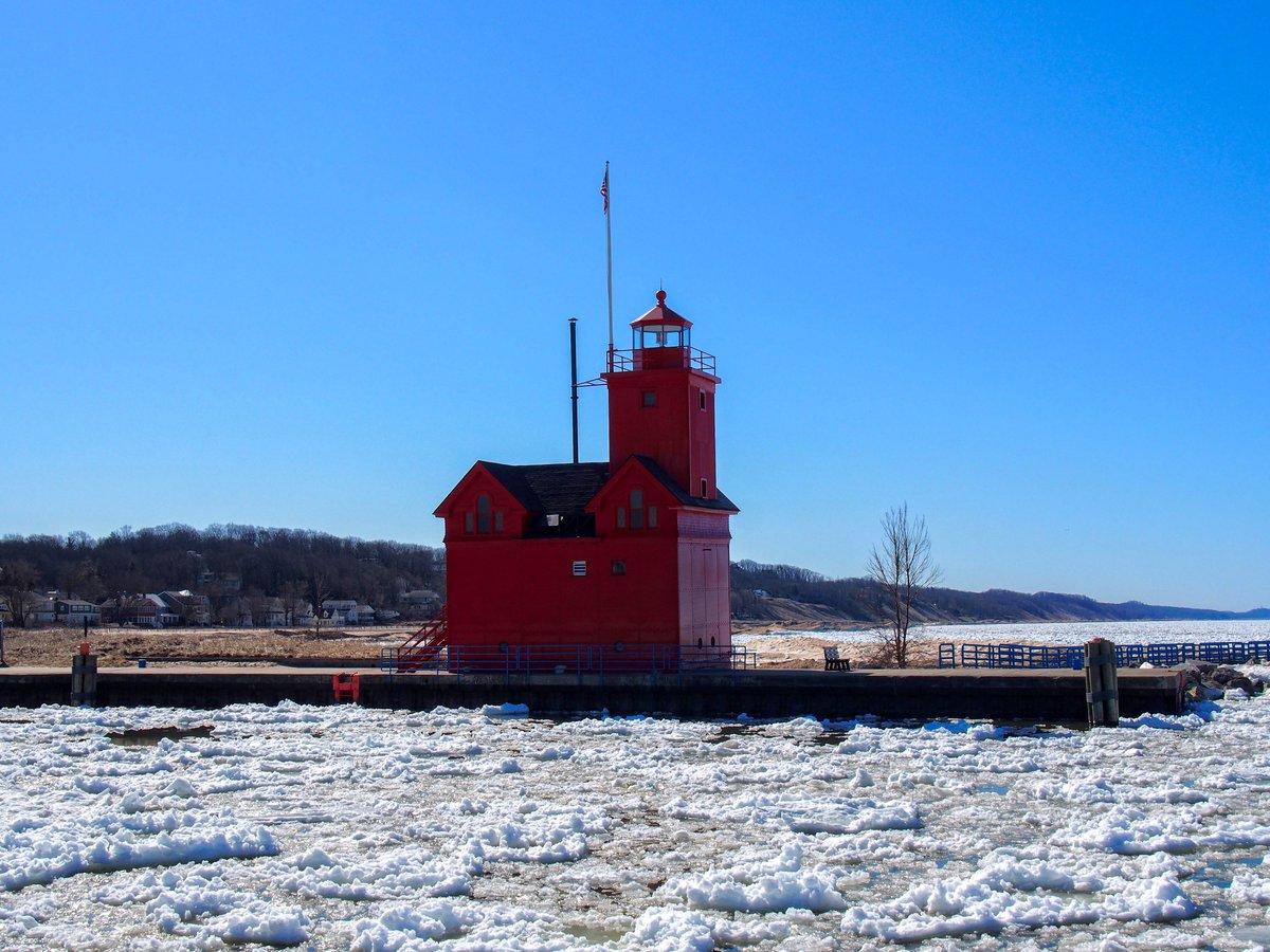 Holland Harbor South Pierhead Lighthouse #Lighthouse #Holland #Michigan #HollandMI #HollandMichigan #LakeMichigan #DiscoverHolland #MIBeachtowns #WestMichigan #PureMichigan @discoverholland @DowntownHolland @CityofHolland @MIBeachtowns @WestMichTourist @PureMichigan