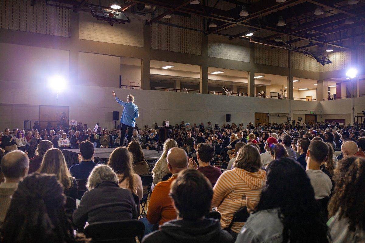Elizabeth Warren walks onstage at the Charleston town hall.